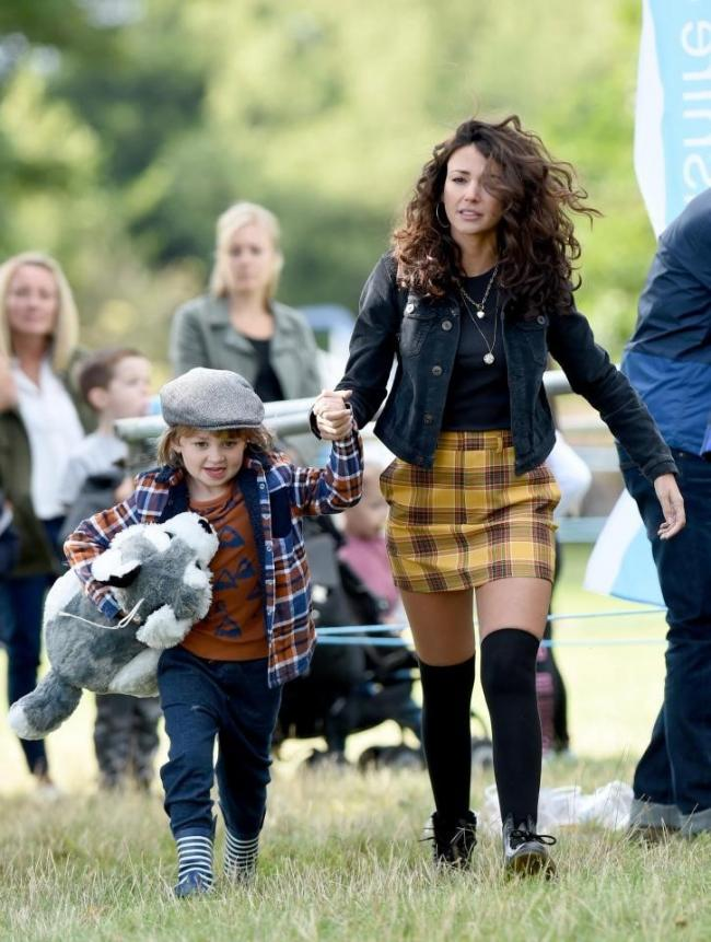 Jude and on screen mum Michelle Keegan on set
