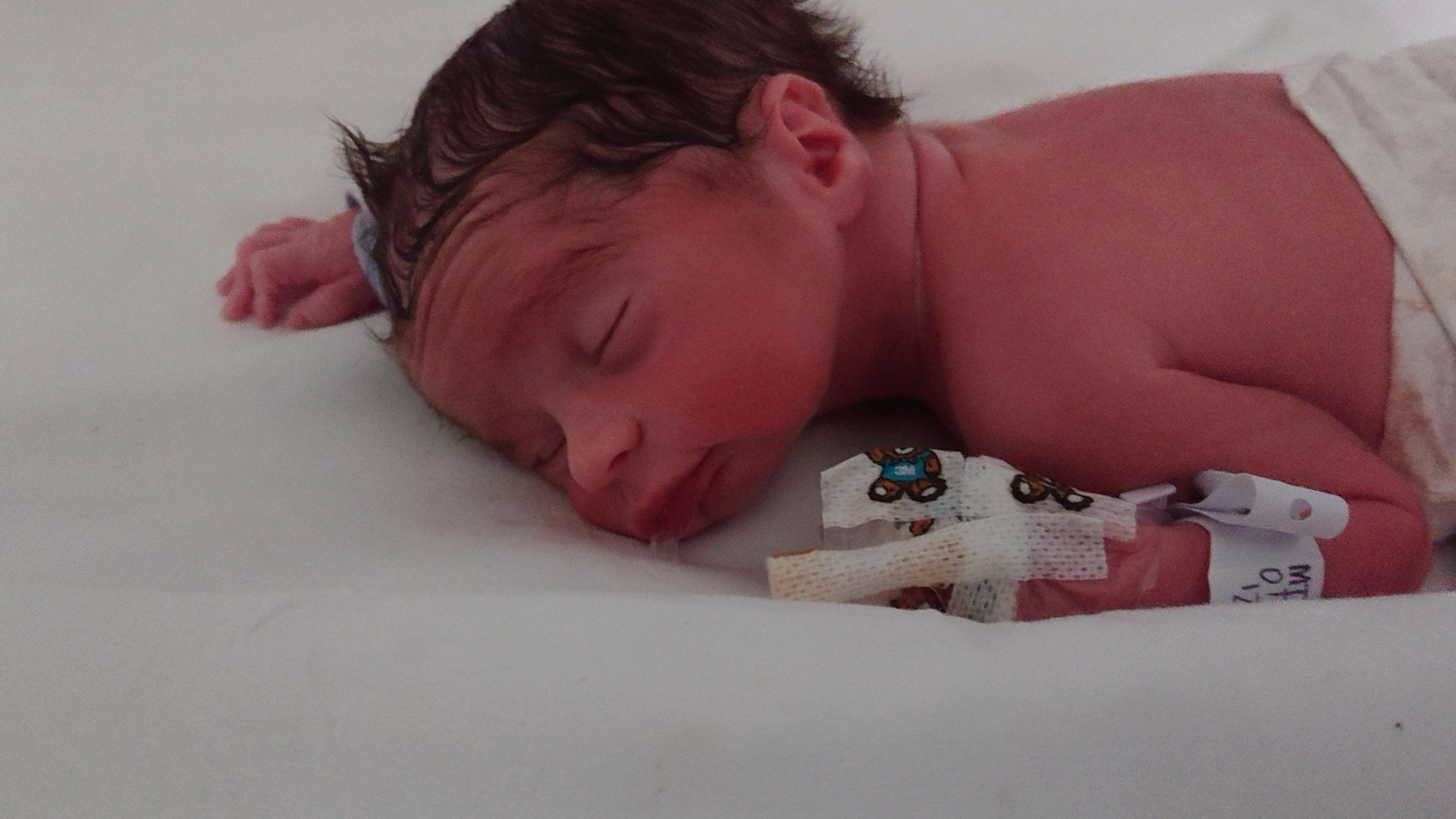 St Helens Star: Theo, born 15/11/20, weighing 4lb 4oz.6 weeks early @whiston, spent 10 days in scbu, fingerpost, St helens