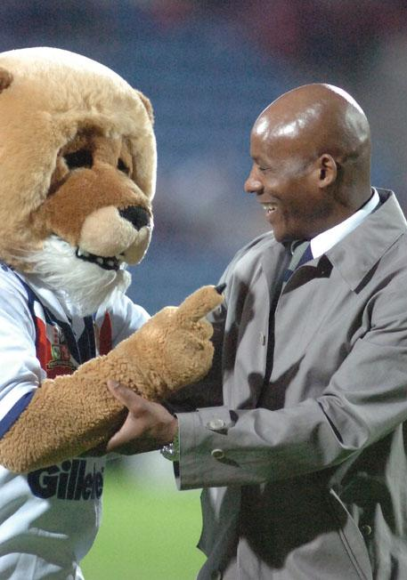 St Helens Star: Ellery Hanley is congratulated by The Mane Man after being honoured as the best Great Britain player of all time