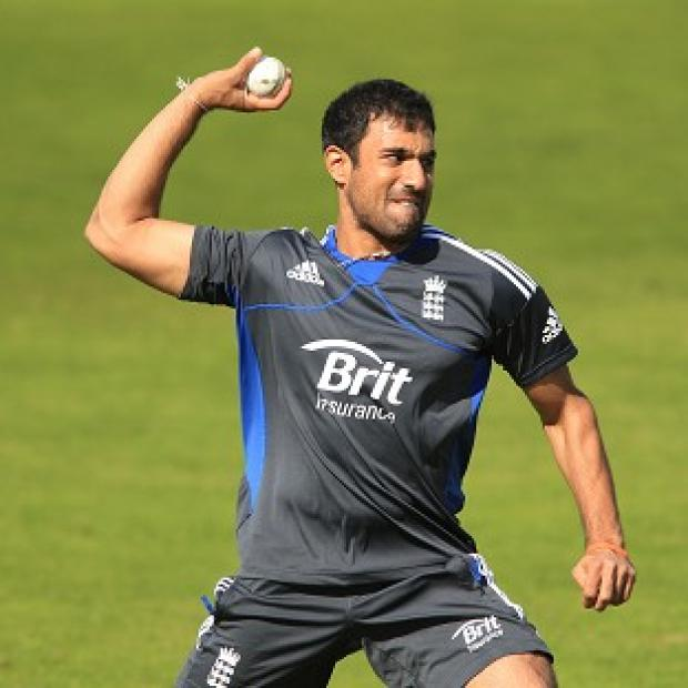 Ravi Bopara kept his place in the England team, who chose to bowl after winning the toss