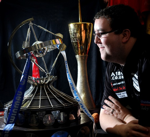Stephen Bunting with his Winmau World Masters trophy
