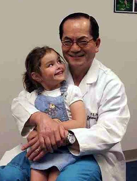 Susanna with neurosurgeon Dr Tae Sung Park.