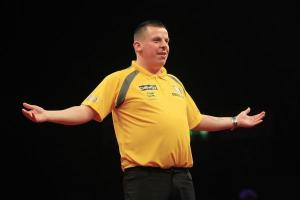 Dave Chisnall moves joint top of Premier League