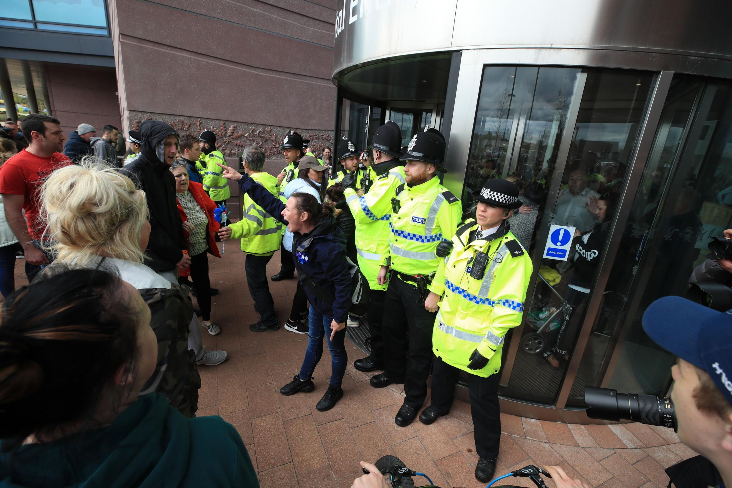 Police block protesters from the entrance to Alder Hey Children's Hospital in Liverpool after the European Court of Human Rights rejected an appeal against the decision to end life-support for Alfie Evans. PRESS ASSOCIATION Photo. Picture date: Monday