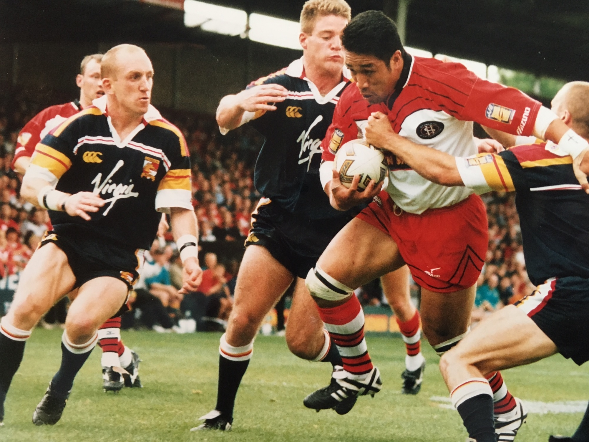Apollo Perelini in action for Saints against London in 1999